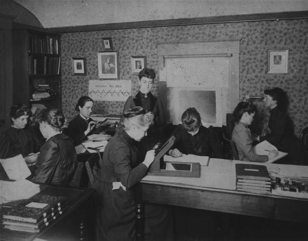 """De Harvard """"computers"""" van astronoom Pickering, ook wel de harem van Pickering genoemd. Wikipedia"""